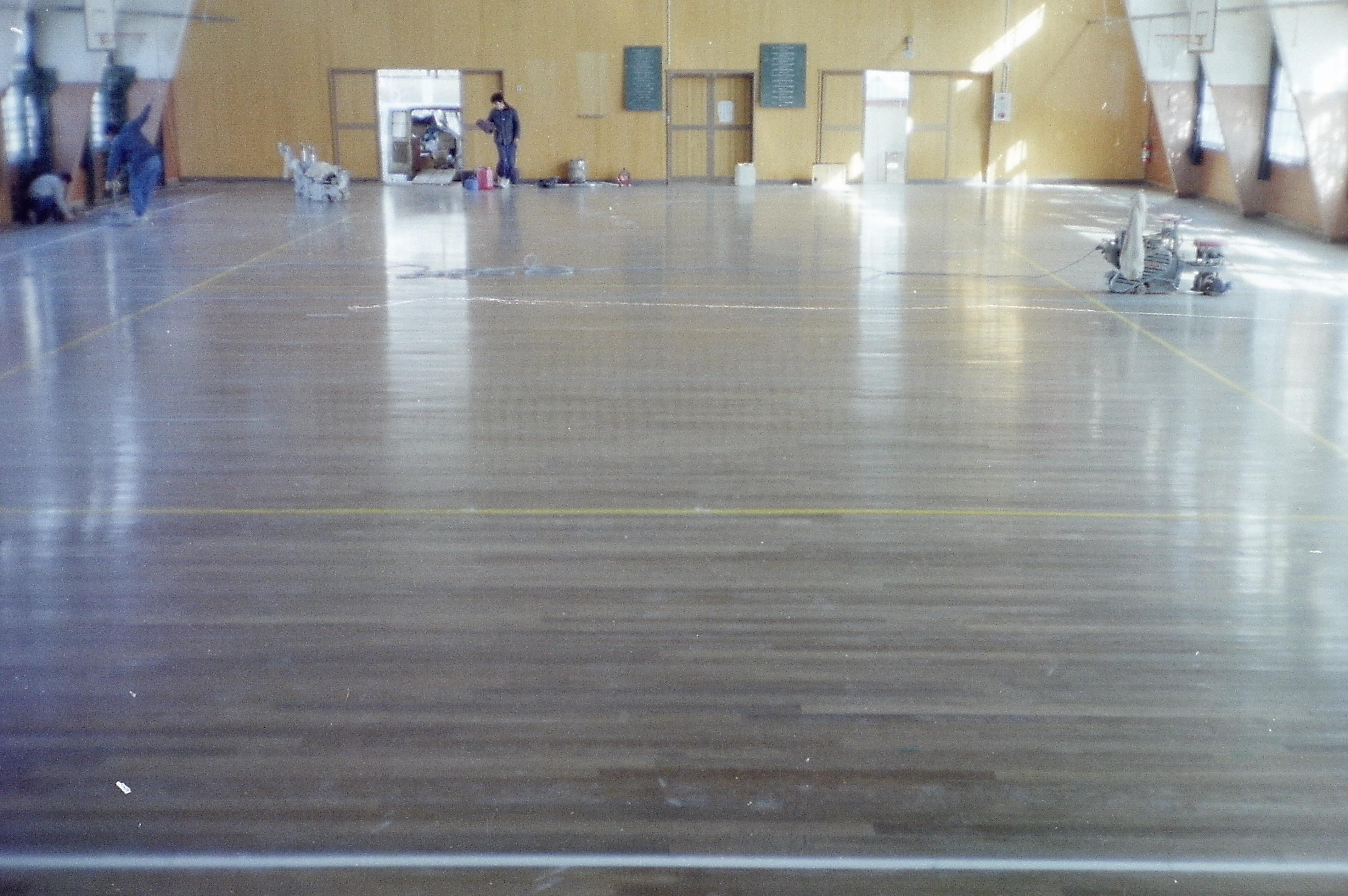 体育館無垢フローリング研磨再生