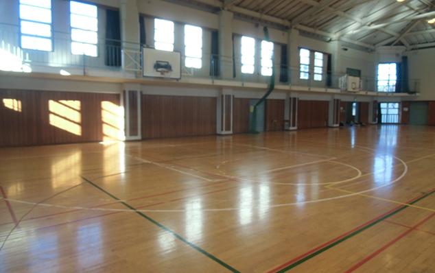 千葉県松戸市中学校の現場です。以下も同様です。バスケットボールコートライン部分変更工事の仕上がり写真になります。