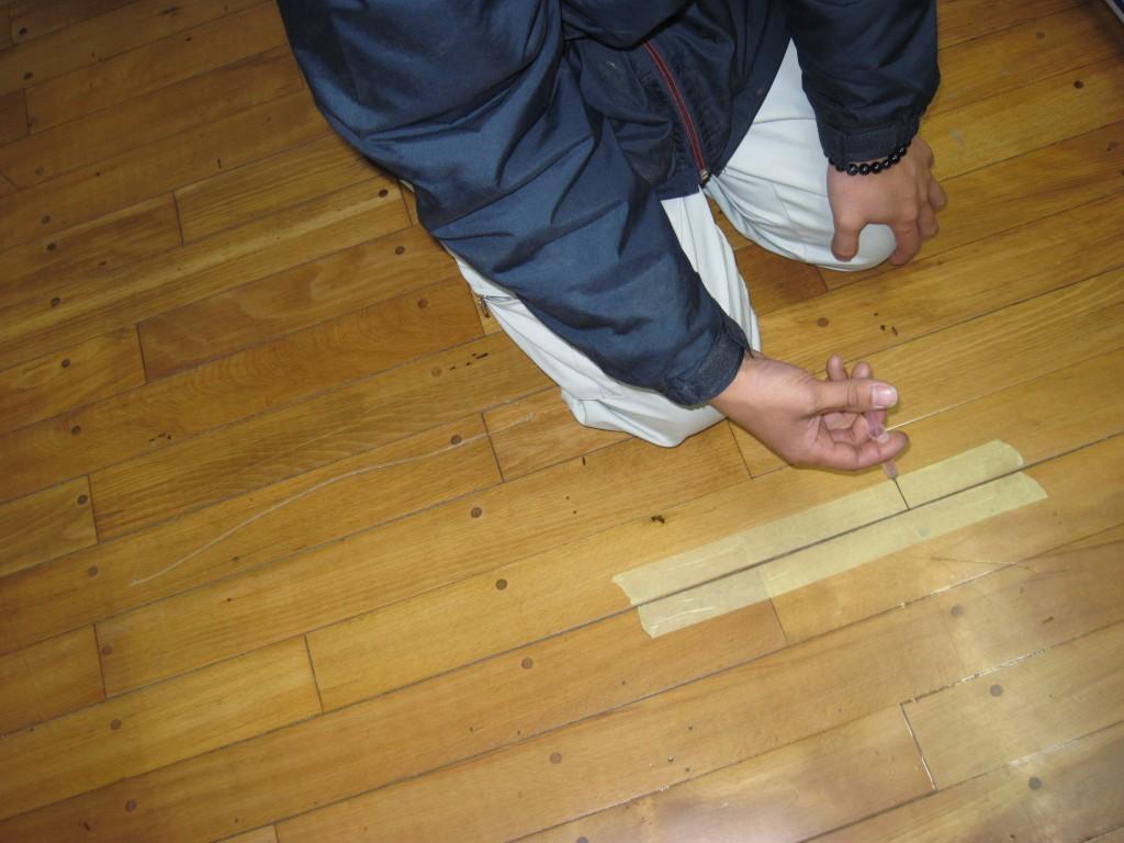 フローリング床鳴り防止剤注入