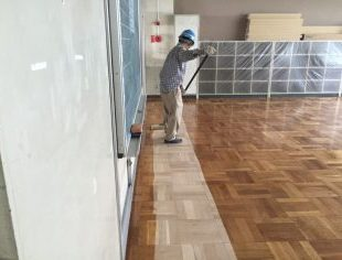 教室7部屋の研磨塗装工事