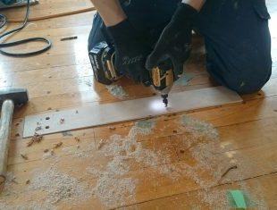 体育館床割れ沈み修繕