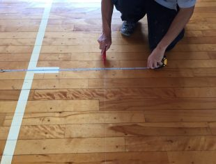 新潟県内の学校体育館バスケットボールコートのサイドラインサイズ変更工事
