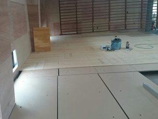 小学校体育館改修工事床施工
