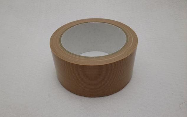 ガムテープやクラフトテープにも粘着の強さがありますよね