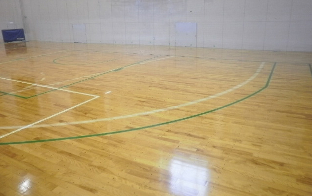 床研磨塗装見積もり依頼にて現場調査に伺った際のバスケットボールコートラインのようす