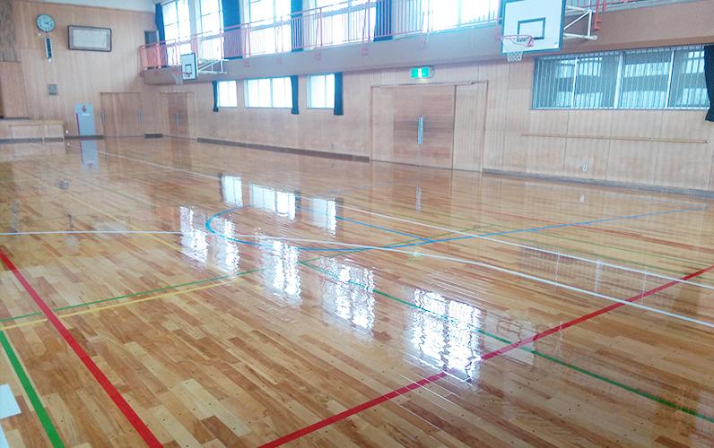 体育館フロアーサンディング(床研磨)・スポーツ競技用コートライン引き・ポリウレタン樹脂塗装にて美しく蘇ります。
