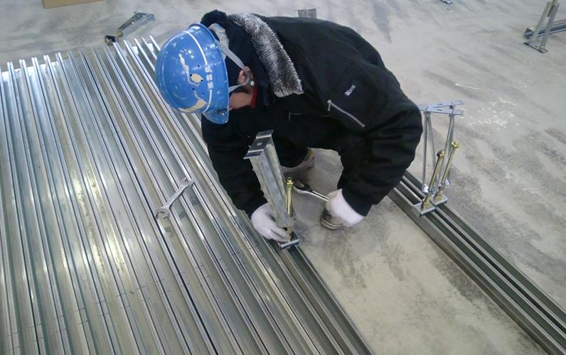 新築の鋼製床下地工事も置き床・乾式二重床・OAフロア―・フリーアクセスフロア―の工事も床工事業者のコートラインプロにお任せください
