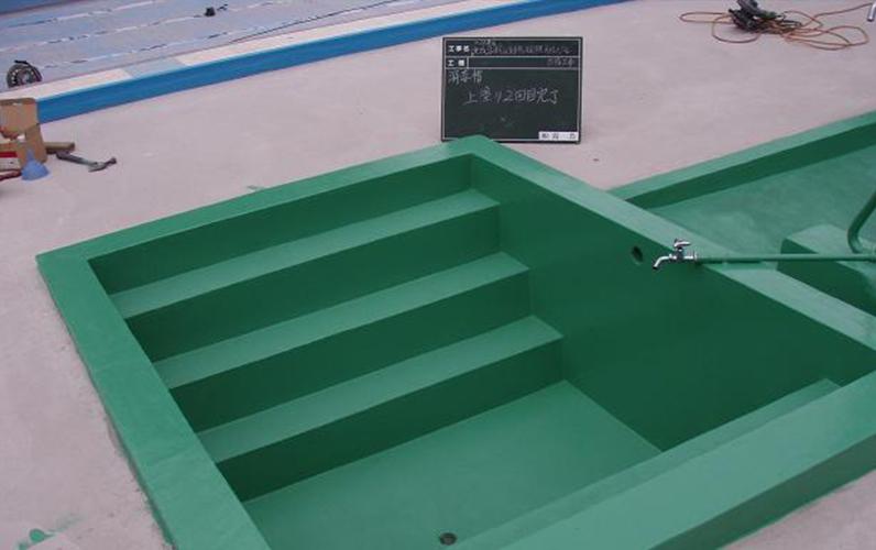 プール腰洗い場の塗装後です。プール本体の塗装と共に行いました