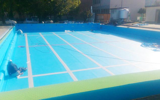 プール改修工事のようすです。