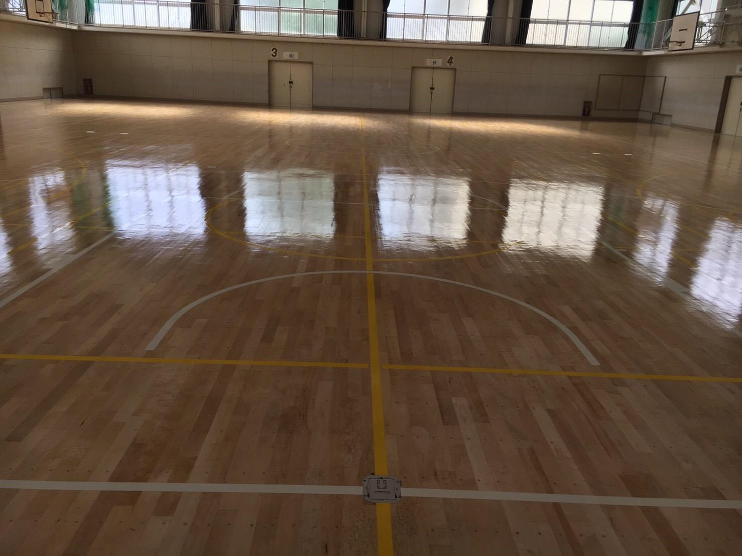 中学校体育館床研磨塗装
