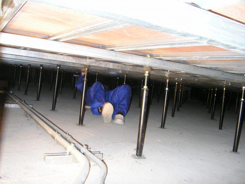 体育館床下地に見られる不具合と点検方法