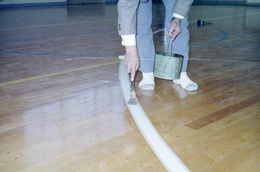 体育館バスケットボール3ポイントライン追加ウレタンメンテナンス