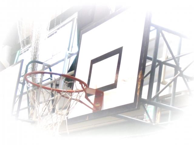管理不足のバスケットボールゴール