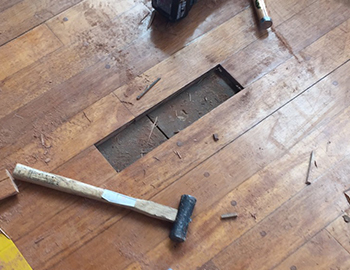 体育館危険ヵ所の床材剥がし方