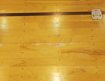 体育館フローリングのササクレ傷